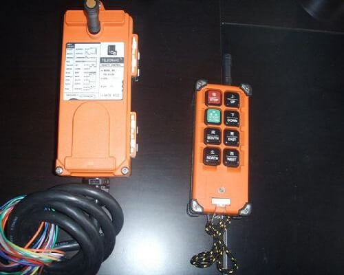 Wireless Control System of Double Girder Overhead Grab Crane
