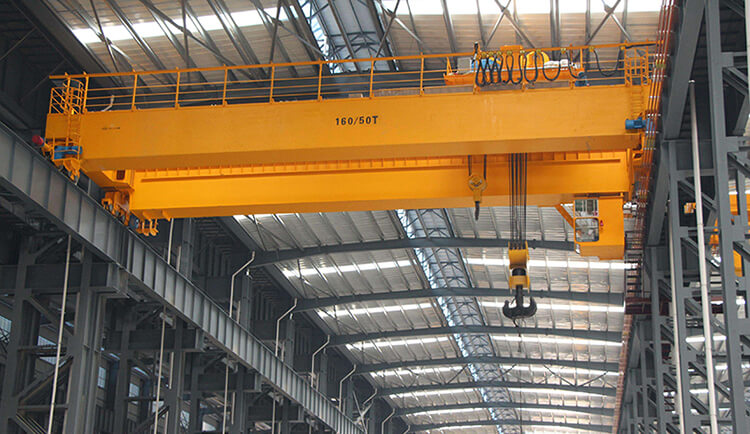 Heavy Duty Bridge Crane in Workshop