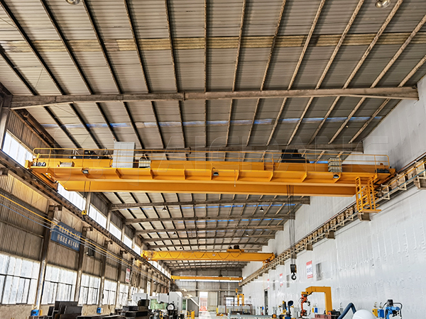 Hook Overhead Crane in Workshop