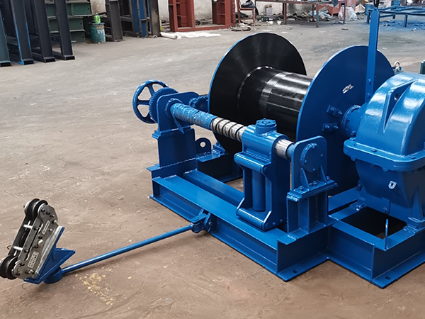 Winch With Rope Guider And Tension Measuring Device